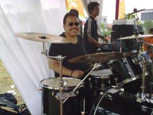 Dokter Roy, Sang Drummer Berbakat
