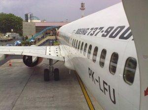 Antri Naik Pesawat
