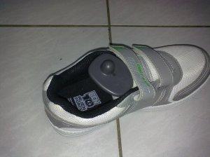 Sepatu dengan Pengaman