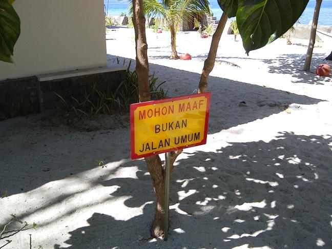 Bukan jalan umum