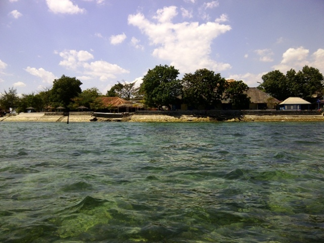 Mengitari Pulau Kayangan