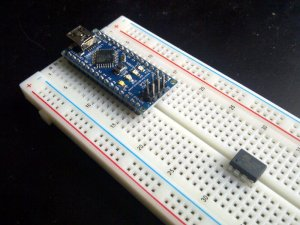 Arduino Nano yang breadboard-friendly