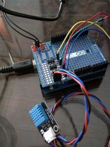 Sambungkan DHT11, mainkan Arduino-nya