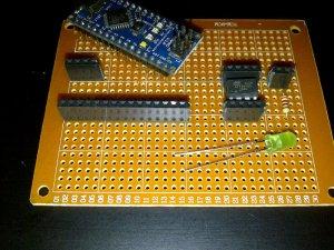 Diisi dengan soket untuk Attiny & Nano plus LED
