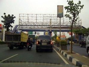 Jembatan Penyeberangan Nan Sepi