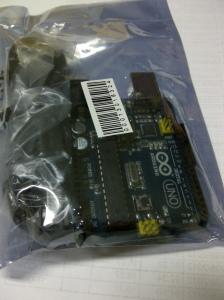 Penampakan unit Arduino Uno dari China