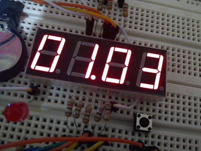 LED detik dan tombol ajaib untuk mencocokkan jam