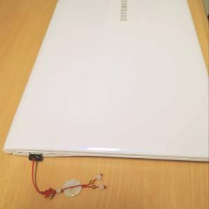 Laptop cowok boleh kok pake aksesoris :)