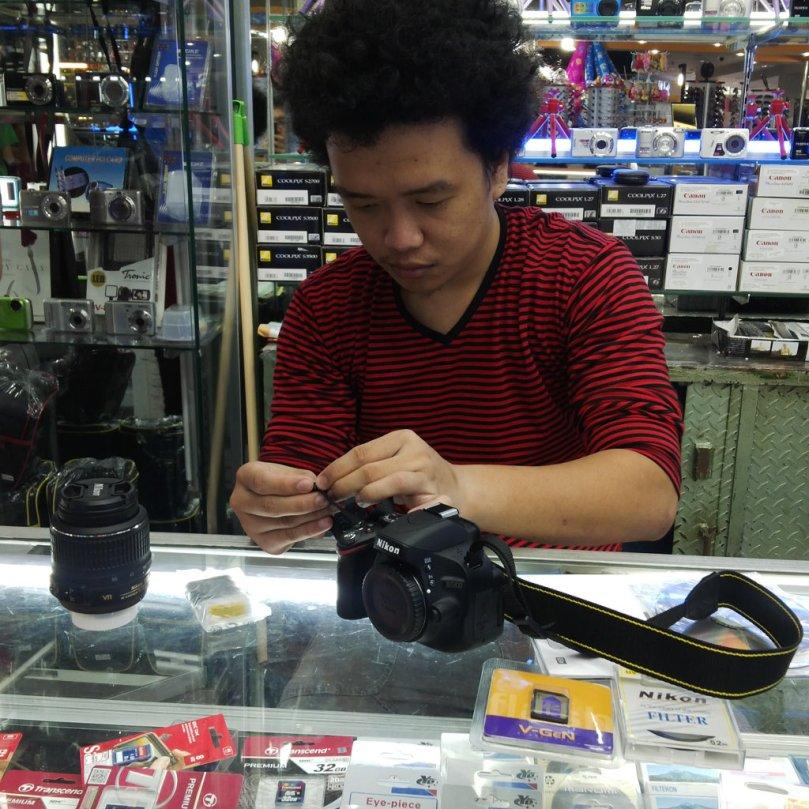 Sedang men-setup kamera