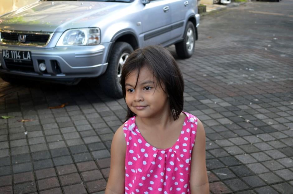 Kirana tersenyum manis