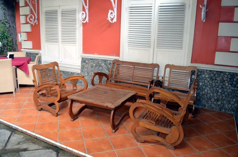 meja-kursi