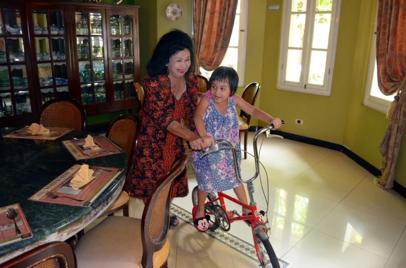 Eyang Putri setia menjaga Kirana