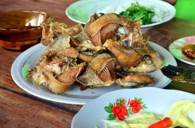 Ikan goreng di Bili-bili