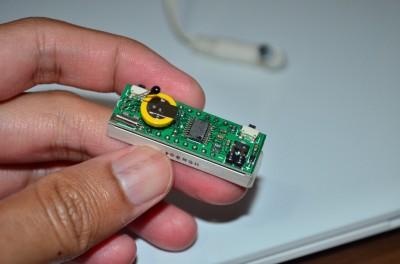 Bagian elektronikanya. PCB-nya seukuran display dengan komponen SMD