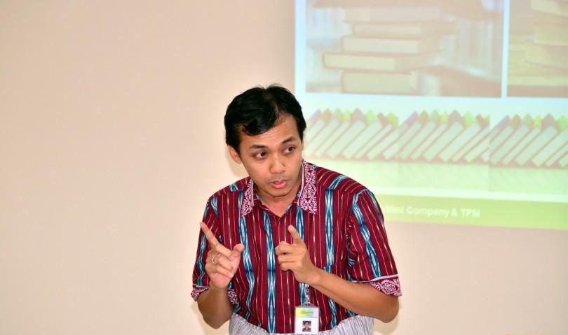 Aksi menarik Pak Medianto dalam foto
