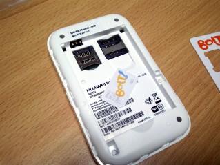 Slot SIM card dan Mini SD card, bisa jadi storage