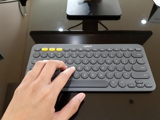 Keyboard bluetooth berukuran kompak
